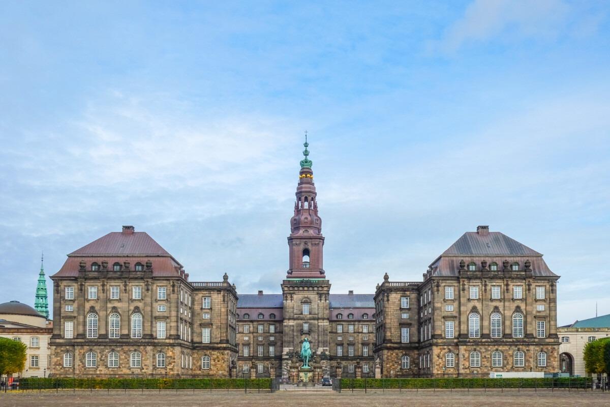 Landdistrikternes Fællesråd og Danske Medier: Christiansborg må sikre klarhed om ugeavisernes økonomi